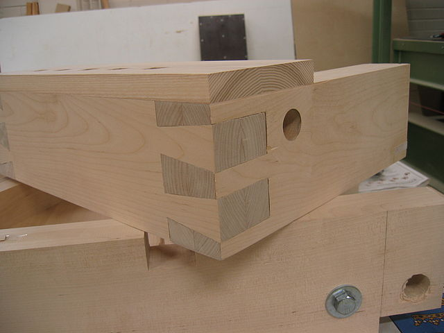 photo of a completed dovetail drawer box